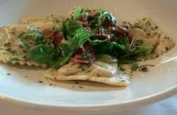 Due ravioli di ricotta ed asparagi
