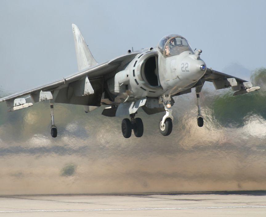 https://i1.wp.com/www.richard-seaman.com/Aircraft/AirShows/Yuma2005/Flying/HarrierNearGround.jpg