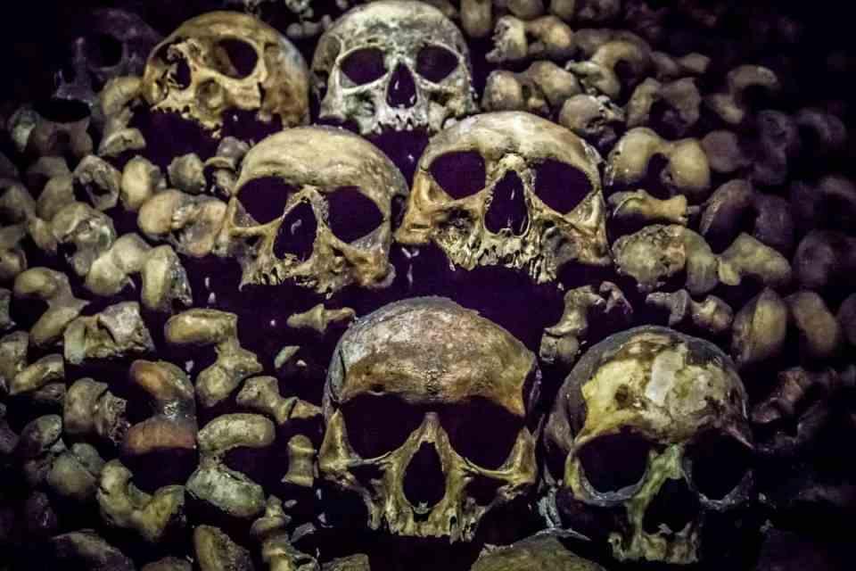 paris-catacombs skulls