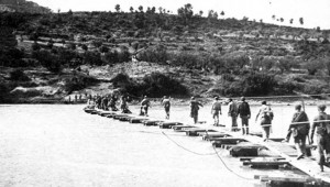 Republican pontoon bridge across the River Ebro