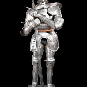HEAVY FIELD SUIT OF ARMOUR IN THE GERMAN MAXIMILIAN STYLE OF CIRCA 1520