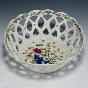 ANTIQUE BOW PORCELAIN FAMILLE ROSE BASKET PAINTED FLOWERS