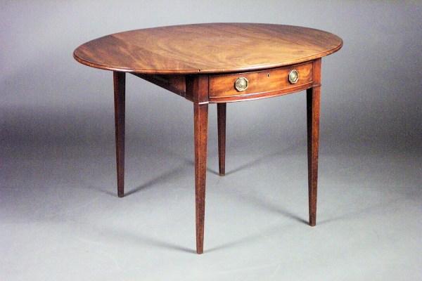 ANTIQUE GEORGE III MAHOGANY OVAL PEMBROKE TABLE