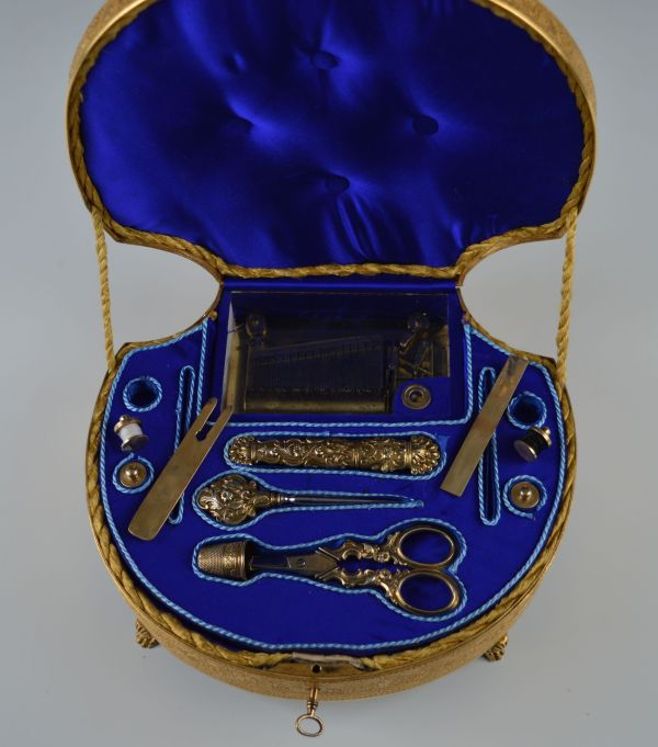 Palais-Royal-sewing-box-musical-necessaire-antique-gilt-metal-Bordier-mother-of-pearl-shell (3)