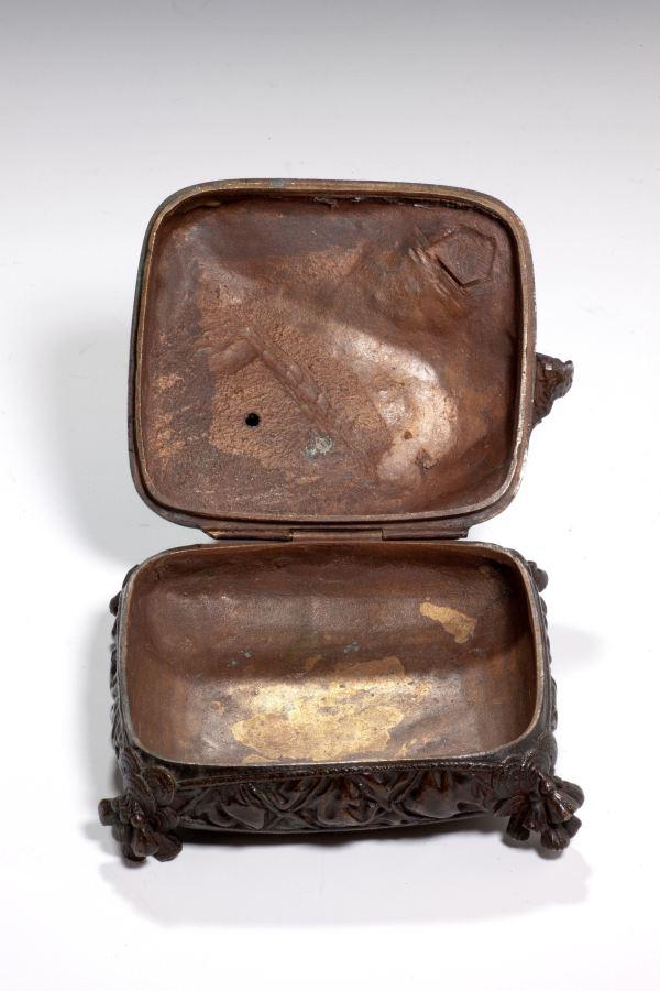Prosper-Lecourtier-bronze-figure-dog-sat-on-cushion-opens-box-antique-4532_1_4532