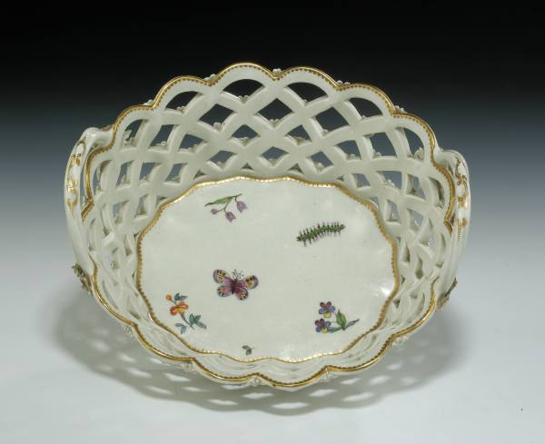 ANTIQUE WORCESTER PORCELAIN BASKET POSSIBLY BY GILES