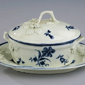 ANTIQUE WORCESTER PORCELAIN BUTTER TUB COVER AND STAND