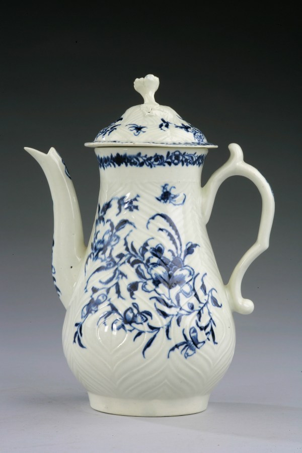 ANTIQUE WORCESTER PORCELAIN COFFEE POT AND COVER