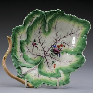 ANTIQUE WORCESTER PORCELAIN LEAF SHAPED DISH