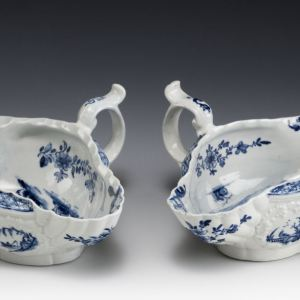 ANTIQUE PAIR WORCESTER PORCELAIN BLUE & WHITE SAUCEBOATS