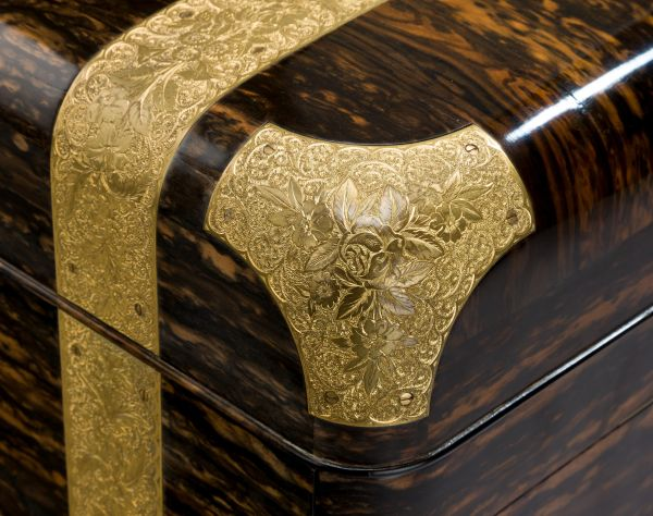antique-dressing-case-Jenner-Knewstub-outstanding-engraved-silver-gilt-Queen-Victoria- (2)