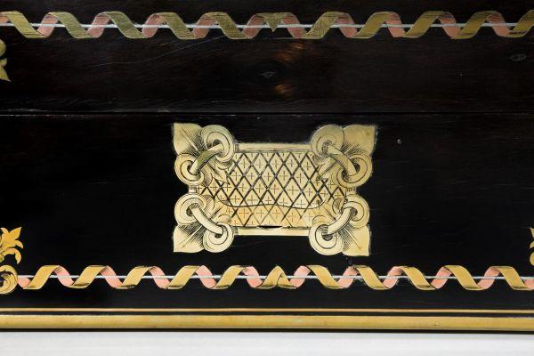 antique-dressing-vanity-travelling-case-Aucoc-Kingof-France-son-Duke-of-Montpensi (10)
