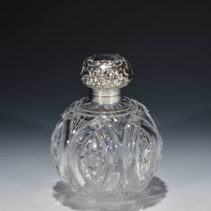 ANTIQUE SILVER AND GLASS SCENT BOTTLE