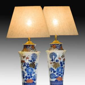 ANTIQUE PAIR OF JAPANESE VASES CONVERTED TO TABLE LAMPS