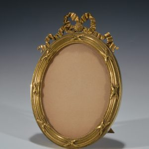 ANTIQUE OVAL GILT BRASS PHOTOGRAPH FRAME