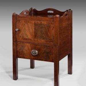 ANTIQUE MAHOGANY TRAY TOP COMMODE BEDSIDE TABLE