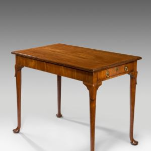 ANTIQUE GEORGE II MAHOGANY CENTRE OR TEA TABLE