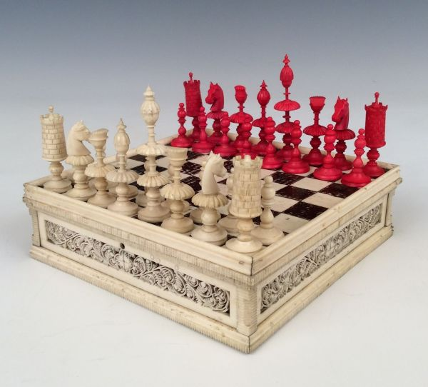 ANTIQUE EARLY 19TH CENTURY MINIATURE CHESS SET