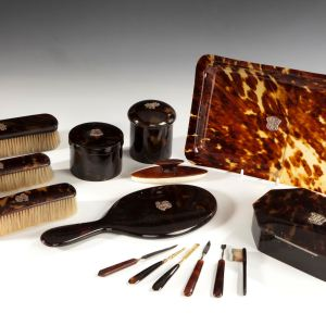 ANTIQUE TORTOISESHELL DRESSING TABLE SET