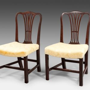 ANTIQUE PAIR OF HEPPLEWHITE MAHOGANY SIDE CHAIRS