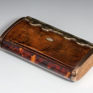ANTIQUE YEW WOOD TABLE SNUFF BOX