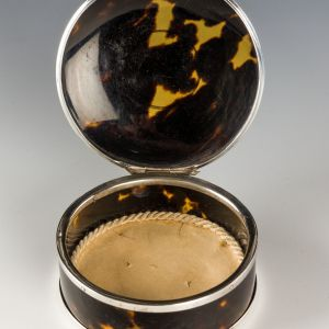 ANTIQUE TORTOISESHELL AND SILVER SNUFF BOX