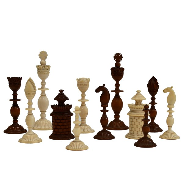 ANTIQUE VIZAGAPATHAM IVORY AND SANDALWOOD CHESSS SET