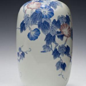 LARGE JAPANESE PORCELAIN VASE BY GENROKU