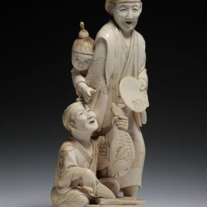 JAPANESE IVORY OKIMONO OF A WOMAN CHILD AND FISHERMAN