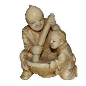 ANTIQUE JAPANESE NETSUKE OF A FATHER AND SON