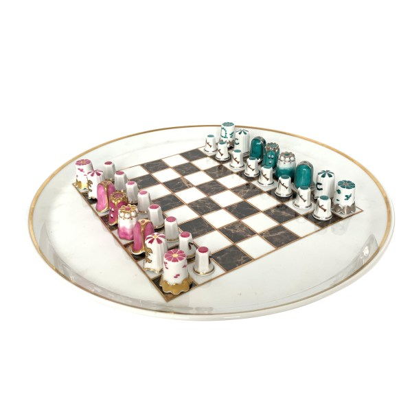 MPM OF SAXONY PORCELAIN TRAY & THIMBLE CHESS SET
