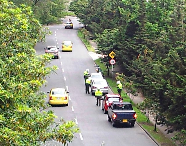 Police stopping cars in the Parque Nacional