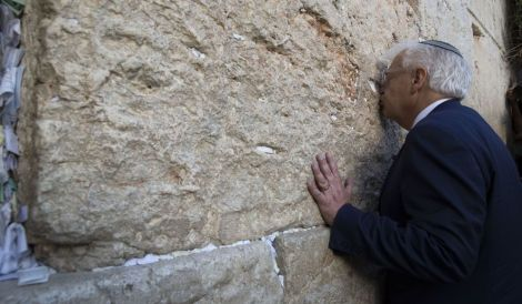 friedman kisses kotel