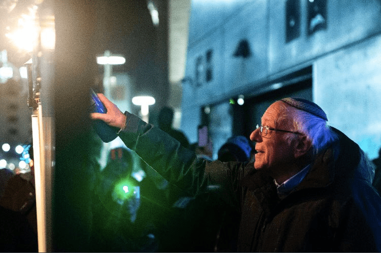 Bernie Sanders leads in closely watched Iowa poll
