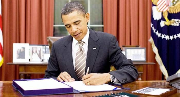 Barack_Obama_At_Work