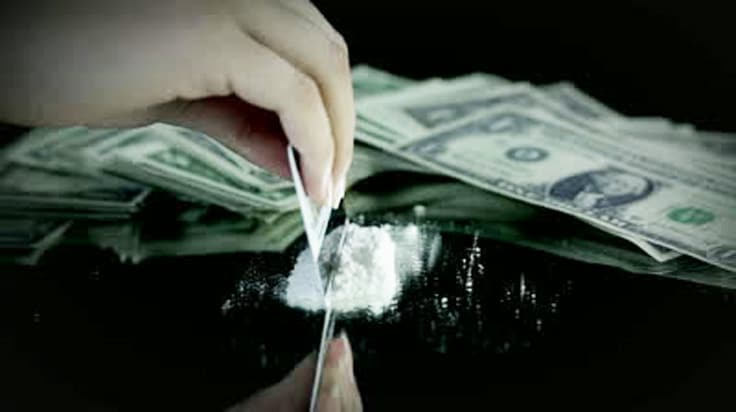 Cocaine-Credit-Card-with-money