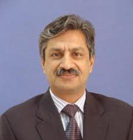 Absar Alam popular Pakistani TV anchor