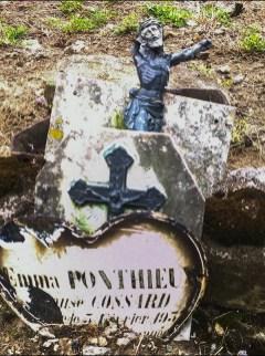 Grave at Ménerval