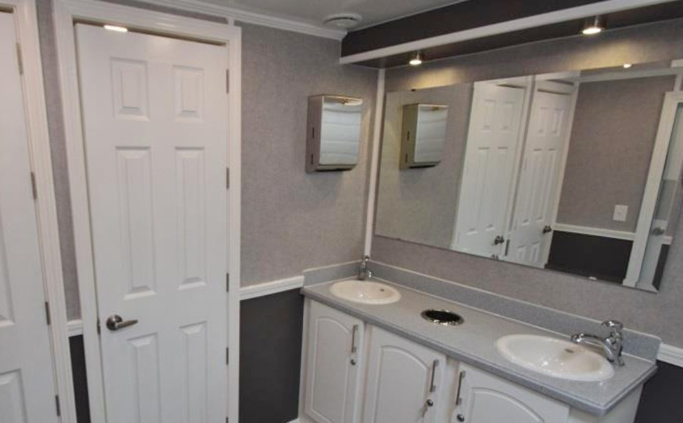 PORTABLE RESTROOM TRAILERS CELEBRITY DECORS