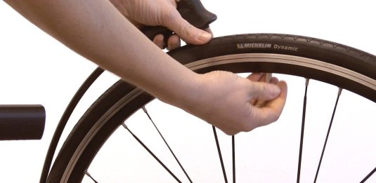 Gonfiare le gomme della bici da corsa