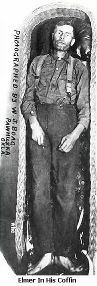 A picture of Elmer McCurdy in his coffin