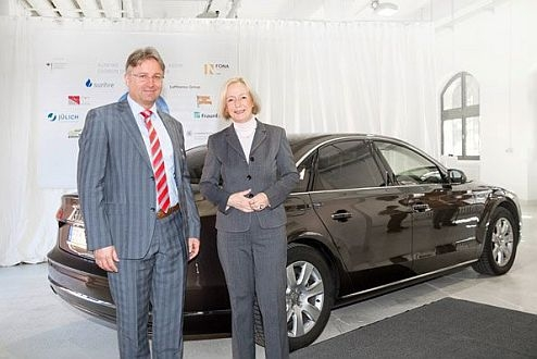 Minister of Research, Prof. Dr. Johanna Wanka, and Reiner Mangold, Head of Sustainable Product Development during AUDI AG, refueled a Minister's central automobile - a Audi A8 3.0 TDI purify diesel quattro - with a initial 5 liters of Audi e-diesel.