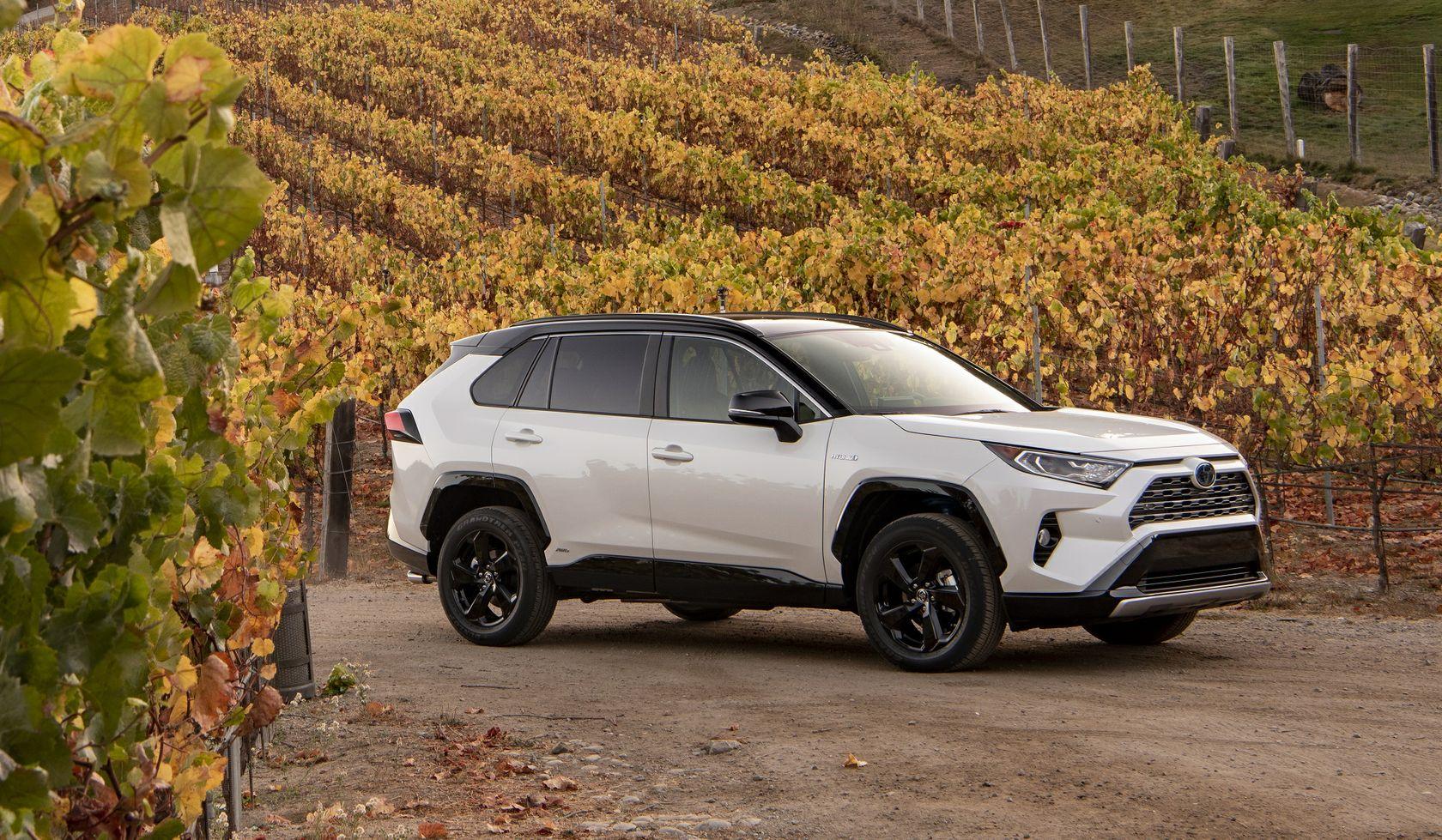 2019 Toyota RAV4 XSE HV Blizzard Pearl