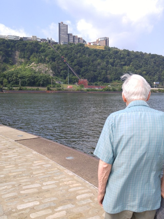 Pittsburgh-Point.looking-downstream-towards-Ft-Duqesne-Incline.800-46