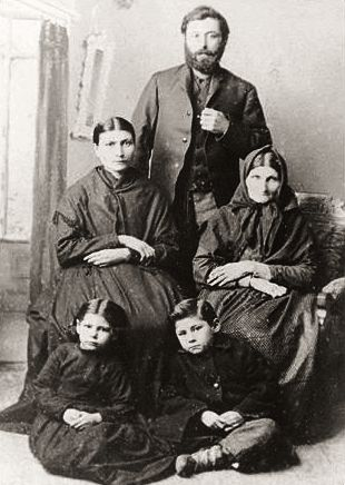 Riel, Marguerite, his children, and Grandmother Marie Anne