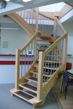 Treppen mit Graniteinlagen 08