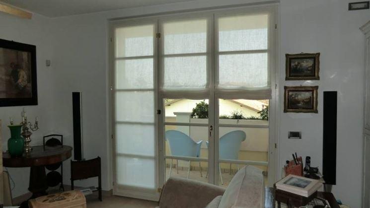 Le possibilità di scelta dei tessuti sono pressoché illimitate per creare tende corte a vetro oppure lunghe a seconda di ogni esigenza di stile. Tende A Pacchetto A Vetro Tende