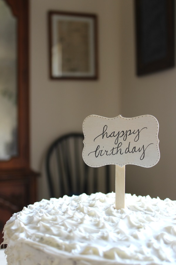 cute diy wood cake topper by riggstownroad.com