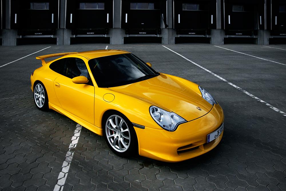 Yellow Porsche 996 GT3