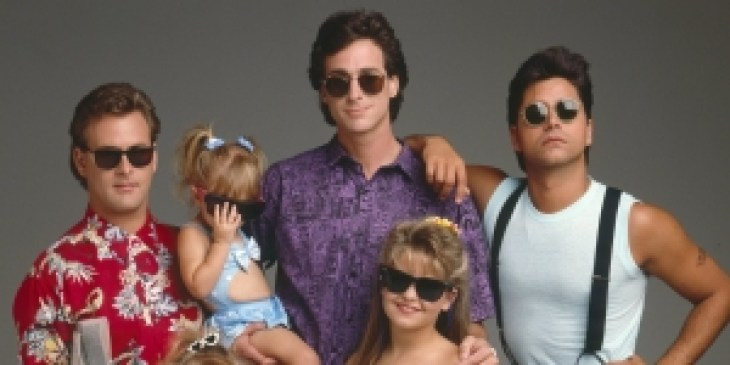 FULL HOUSE - Cast Gallery - August 8, 1989. (Photo by ABC Photo Archives/ABC via Getty Images)DAVE COULIER;JODIE SWEETIN;MARY-KATE/ASHLEY OLSEN;BOB SAGET;CANDACE CAMERON;JOHN STAMOS